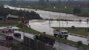 Kıbrıs'ın birçok bölgesi sular altında kaldı