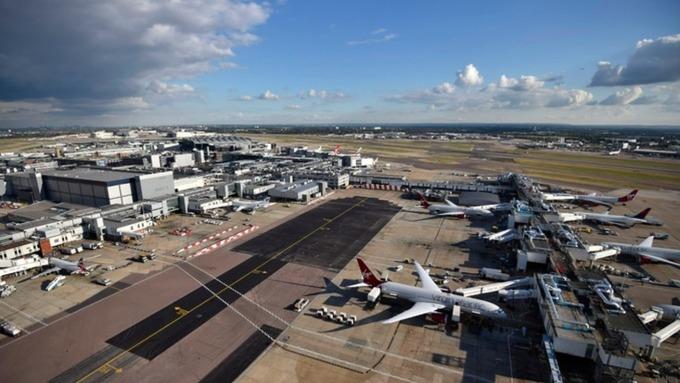 Uçakta yangın: Manchester Havalimanı'na acil iniş yaptı