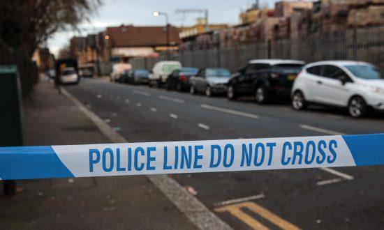 Barking'de iki kişi bıçaklandı