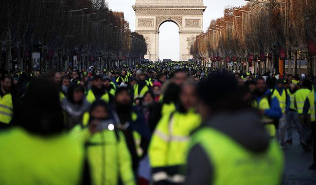 Sarı Yelekliler protestoları – Fransa, izinsiz gösterilere katılımı yasaklayacak
