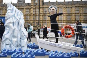 İngilizlerden 'Titanik' temalı Brexit protestosu