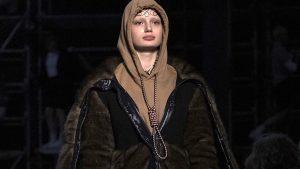 İngiliz moda devi Burberry'den 'idam ipli' tasarıma özür