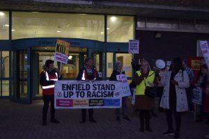 Enfield'te, kemer sıkma politikasına karşı eylem gerçekleşti