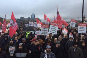 Taksiciler trafik sıkışıklığı ücretini protesto etti