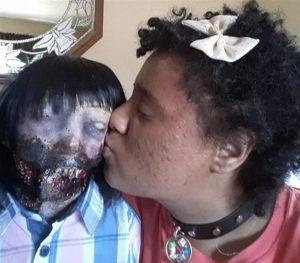 Aşkın gözü körmüş: zombi bebeğiyle evlendi