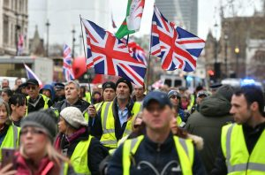 Six pro-Brexit yellow vests charged