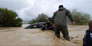 KKTC'yi sel vurdu: Evleri su bastı, araçlar sürüklendi