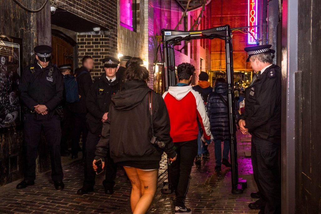 Londra'daki bıçaklama suçlarına yeni önlem