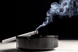 Sigara içmek 'görme kaybı riskini artırıyor'