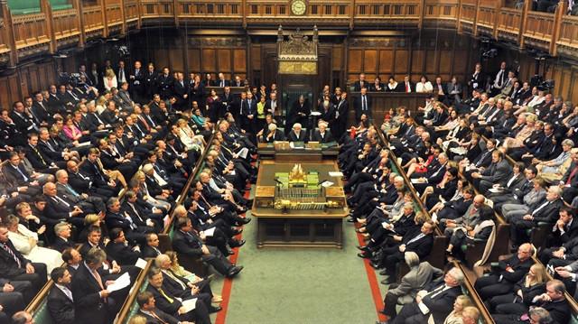 Parlamento pazartesi günü erken seçimi oylayacak