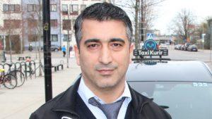Kredi kartını unutan müşteriye kendi kartını veren Türk taksici, İsveç'te gündem oldu