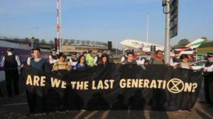 Yokoluş İsyanı: Eylemciler Londra'da protestolarını Heathrow Havalimanı'na taşıdı