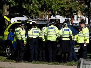 Doğu Londra'daki bir evde, iki kadın cesedi bulundu