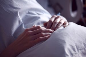 27 yıl komada kalan kadın uyandı