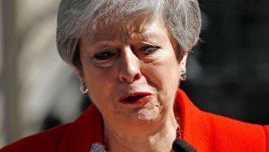 Başbakan May'in zorlu haftası: İstifa edeceğini açıkladı, liderliğini yaptığı iktidar partisi AP seçimlerinde Britanya'da 5. oldu