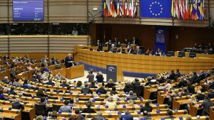 Britanya ve Hollanda'da halk Avrupa Parlamentosu seçimleri için sandık başında