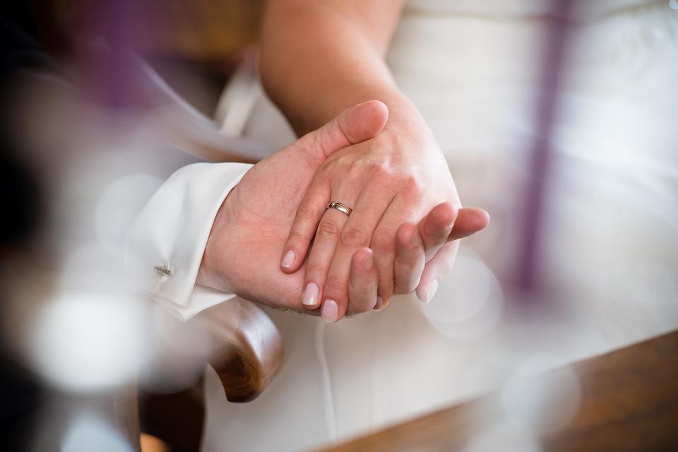 Evlilik erkeklerin ömrünü uzatırken kadınlarınkini kısaltıyor