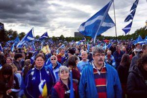 İskoçlar bağımsızlık için sokağa çıktı