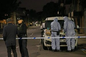 Islington'da bir gecede iki genç bıçaklandı