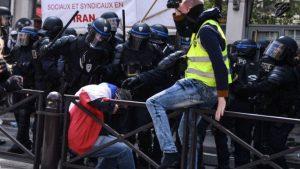 Paris'teki 1 Mayıs gösterilerine polis müdahalesi: En az 160 gözaltı