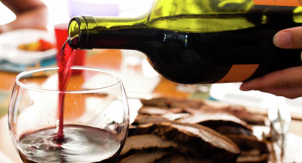 Müşterilere yanlışlıkla 4 bin 500 sterlinlik şarap servis ettiler