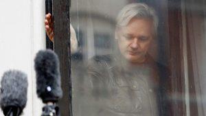 İsveçli savcılar Britanya'da cezaevinde bulunan Wikileaks kurucusu Assange'ın tutuklanmasını talep etti