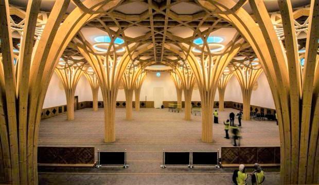 Türkiye'nin finanse ettiği Avrupa'nın ilk çevre dostu camisi İngiltere'de açıldı