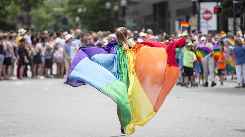 """Heteroseksüeller, 'onur yürüyüşü' düzenleyecek: """"en çok baskiya biz maruz kaliyoruz"""""""