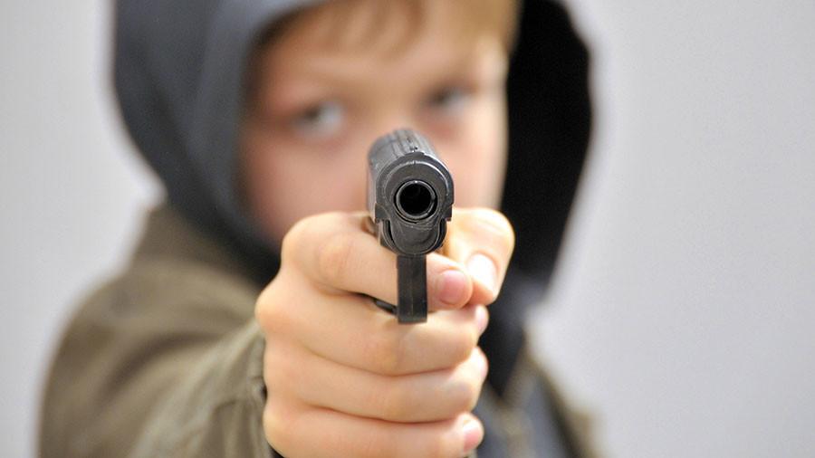 Enfield'de bir çocuk 5 yaşındaki kardeşini vurdu