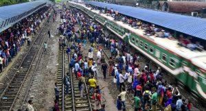 Bangladeş'te 2010 yılından bu yana tren raylarında kulaklıkla yürüyen 535 kişi öldü