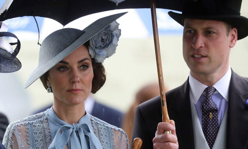 Prens William ve Düşes Kate'in konvoyundaki polis motosikleti, kadına çarptı