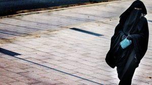 Hollanda'da peçeli kadınlara verilecek para cezasını 'Referansımızı İslam'dan alıyoruz' diyen Nida Partisi ödeyece