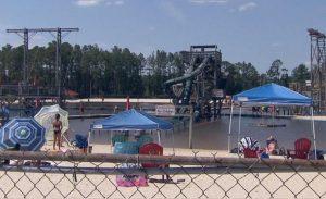Beyin yiyen amip bakterisi su parkında yüzen adamı öldürdü