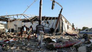 Libya'daki hava saldırısında bazıları çocuk en az 53 göçmen hayatını kaybetti