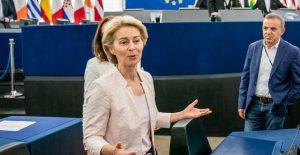 Avrupa Komisyonu üyelerinin neredeyse yarısı kadın