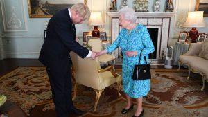 Kraliçe anlaşmasız Brexit'i önleyecek tasarıyı onayladı