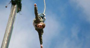 Bungee jumping halatı koptu 30 metreden düştü