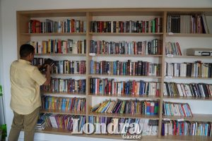 Cemevi opens its doors to a new Turkish library