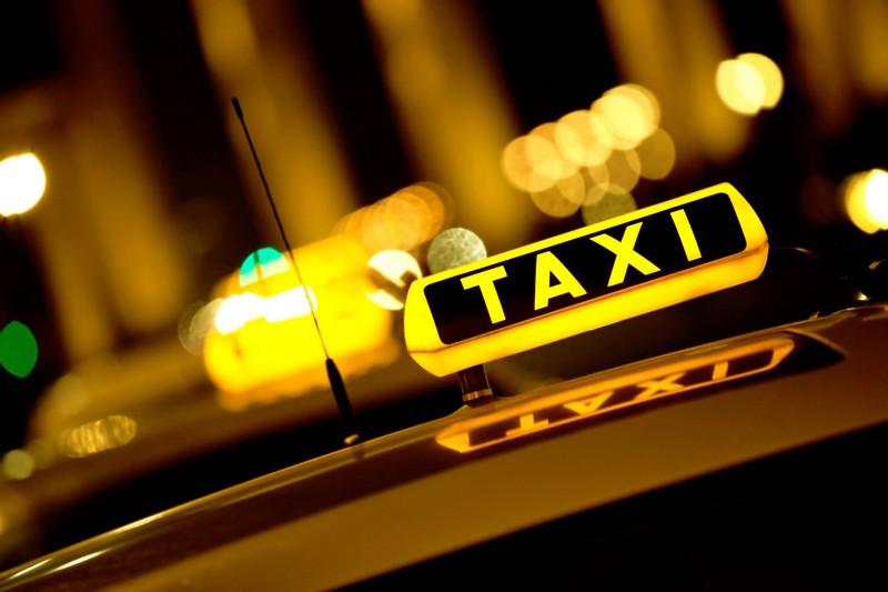 Şort yasaklanırsa İspanyol taksiciler etek giyecek