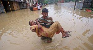 Hindistan'da 11 milyon kişinin etkilendiği sellerde ölenlerin sayısı 160'a çıktı