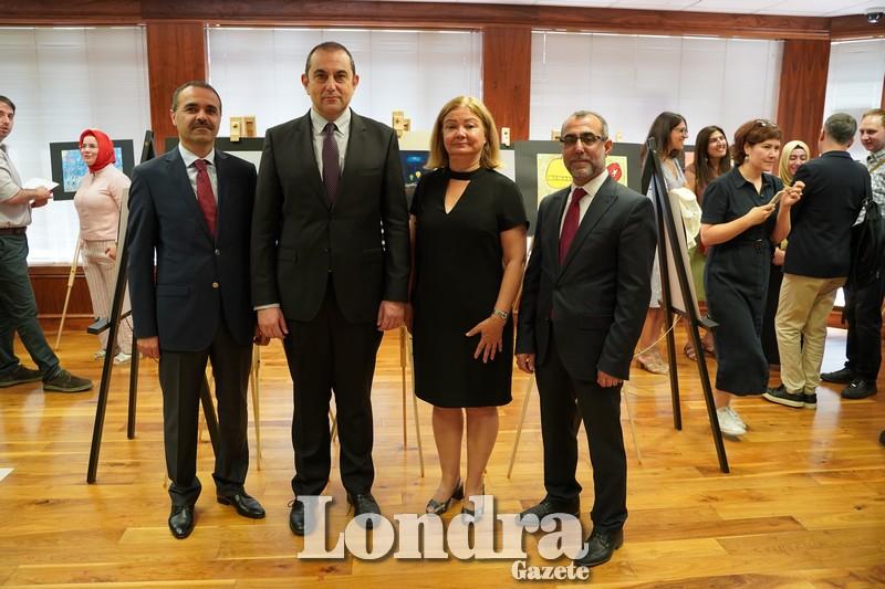 TC Londra Eğitim Müşaviri Hasan Ünsal, TC Londra Başkonsolosu Çınar Ergin, KKTC Eğitim Müşaviri Gülgün Özçelik ve Yunus Emre Enstitüsü Londra Başkanı Mehmet Karakuş
