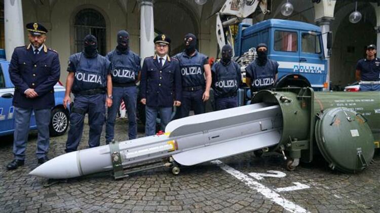 İtalya'daki Neo-Nazi operasyonunda bir evden füze çıktı