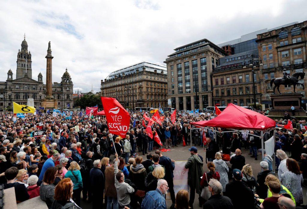 Boris Johnson'ın parlamento tatili, İngiltere genelinde protesto edildi: 'Darbeyi durdur'