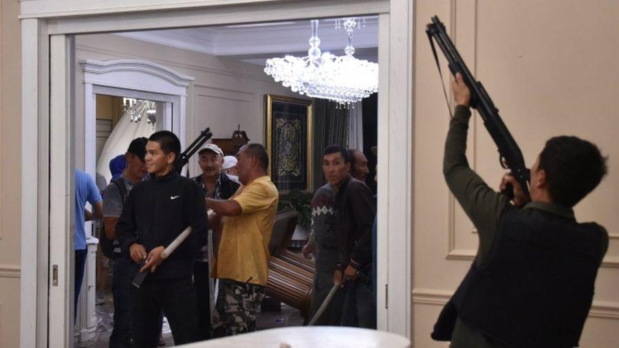 Kırgızistan'da Eski Devlet Başkanı Atambayev'in evine gözaltı baskını