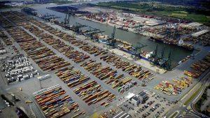 Uyuşturucu dolu konteynerde mahsur kalan kaçakçılar polisten yardım istedi