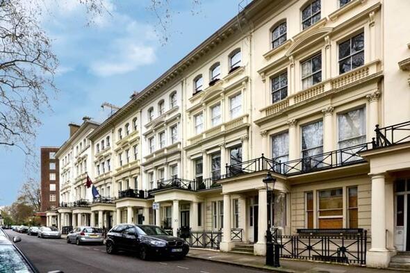 İngiltere'de ev  fiyatların düşmesi bekleniyor
