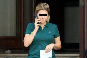 Bluetooth kulaklıkla ehliyet sınavında kopya çeken kadın yakalandı