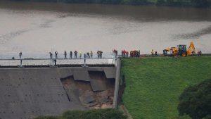 Baraj duvarı hasar gördünce binlerce kişi tahliye edildi