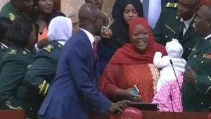 Kenya'da meclis oturumuna 5 aylık bebeğiyle gelen kadın milletvekili dışarı çıkarıldı