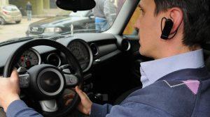 Araçta kulaklık ve hoparlörle telefonda konuşmanın yasaklanması tartışılıyor